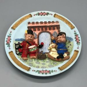 BEAR PLATE small hangs on wall  animals and toys